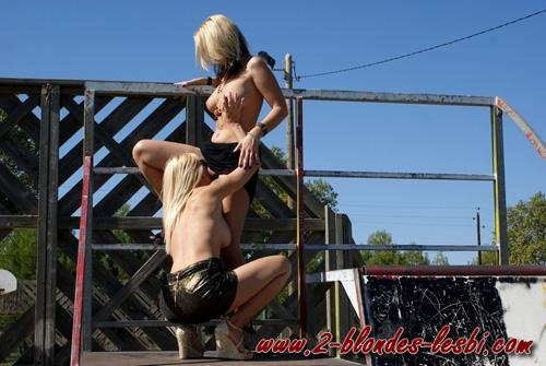 2 blondes libertines se bouffent la chatte en public