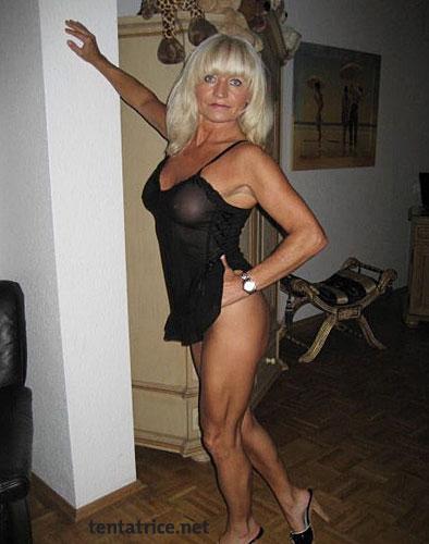 Carole une Madame Cougar très chaude nue et très chienne