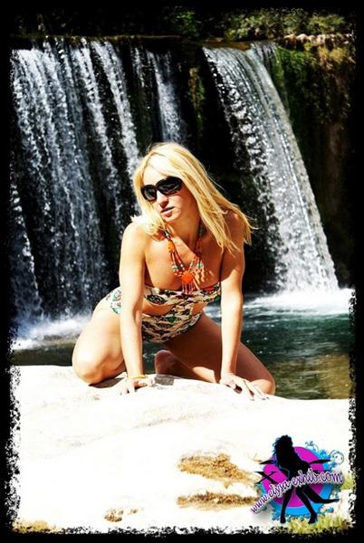La belle Elysa nue