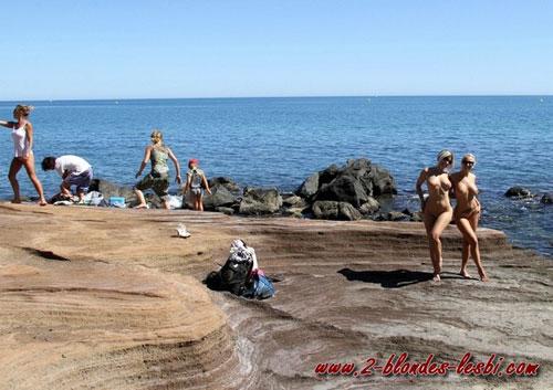 Elysa et Stafina nue à la plage