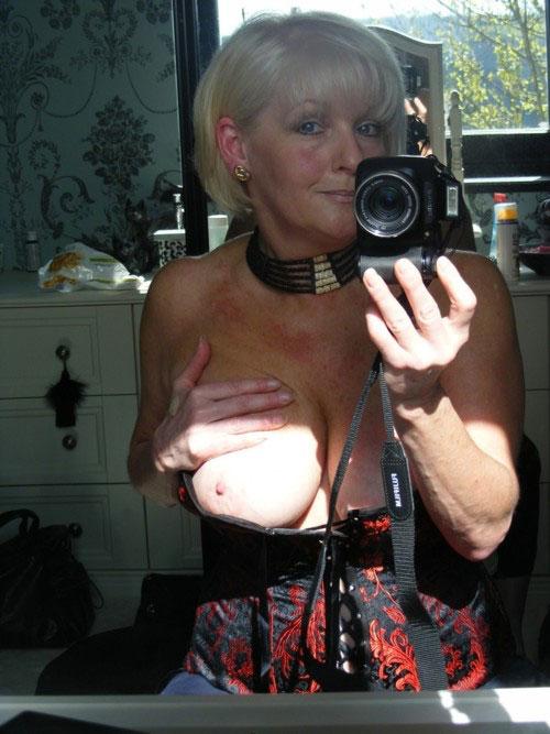 Belle cougar sexy et nue