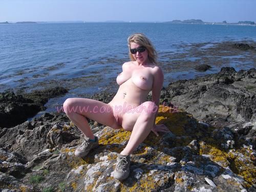 Jeune salope exhib nue