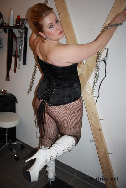 Marie maitresse libertine et BDSM recrute de jeunes esclaves