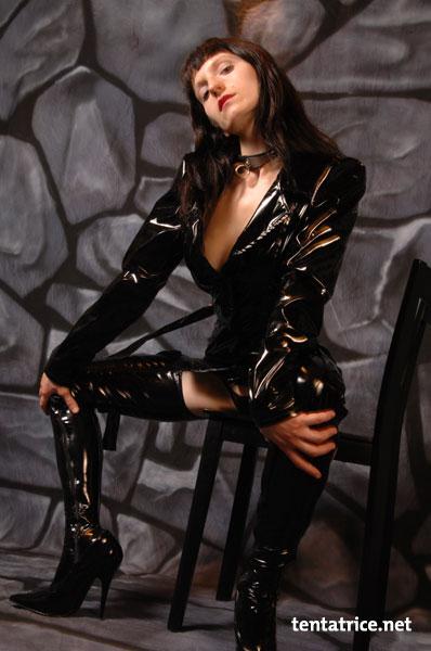 Marlene la cougar dresseuse de jeune bites