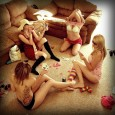 On se présente : Jessica, Marlène, Elodie et Nassima On est étudiante en Biologie et Science du Corps Humain avec spécialité Organes Génitaux On se fait souvent un poker déshabilleur...