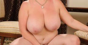 Belle ronde nue